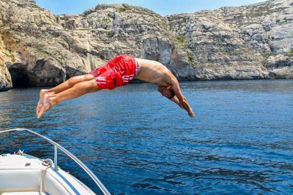 duik vanaf boot dwejra bay 2 gozo bezienswaardigheden