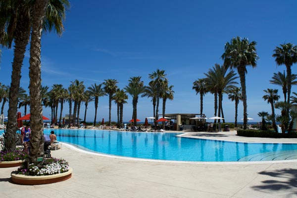 grootste zwembad hilton malta hotel