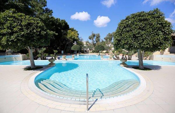 heerlijk buitenzwembad corinthia palace hotel and spa malta
