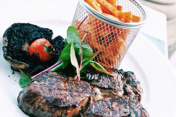 heerlijke lunch summer kitchen restaurant zwembad corinthia palace malta