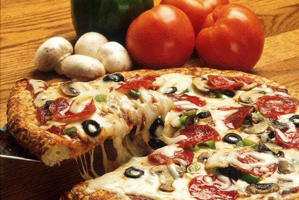 heerlijke pizza persjana pizzeria canifor hotel malta