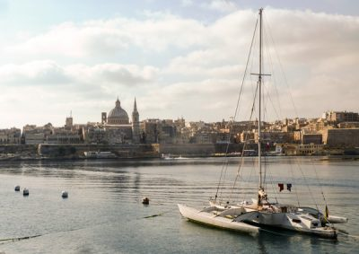 hoofdstad malta valletta catamaran haven van marsamxett