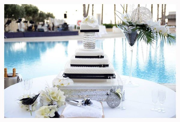 huwelijkstaart aan het zwembad hilton malta hotel