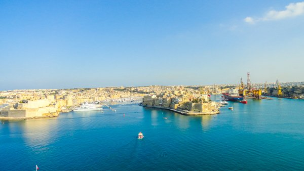 indrukwekkend uitzicht op grand harbour en the three cities newmalta