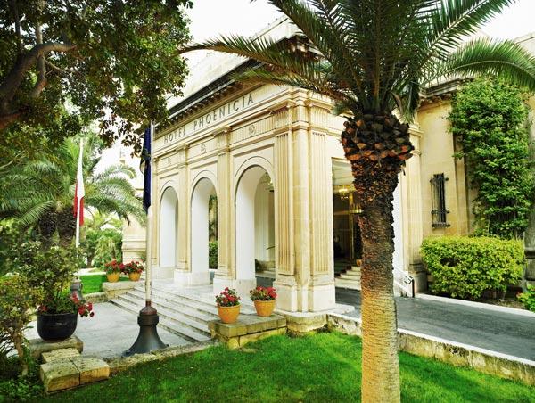 ingang en voorgevel hotel phoenicia malta