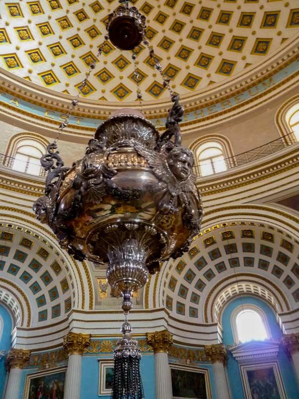 interieur mosta koepelkerk met koepel bezienswaardig