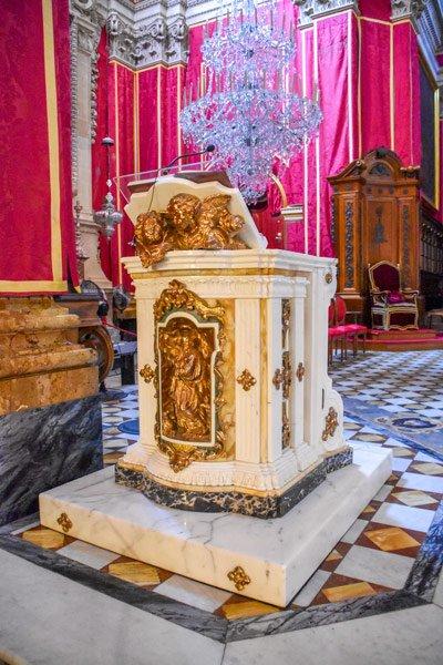 kathedraal van victoria spreekgestoelte katheder citadel gozo eiland