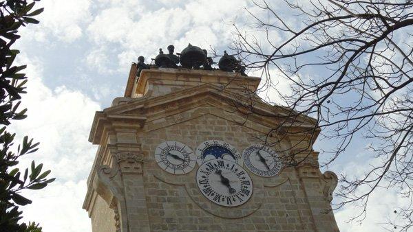 klokkentoren grootmeester manuel pinto de fonseca in prins alfred tuin paleis van de grootmeesters valletta malta
