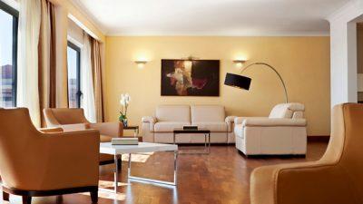 leefruimte penthouse suite westin dragonara malta