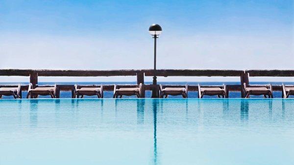 ligzetels reef club zwembad westin dragonara resort malta
