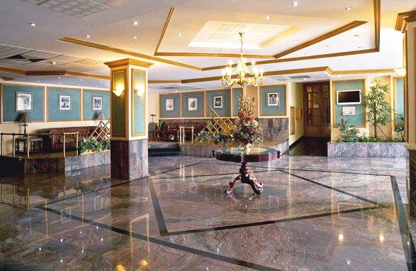 gevel voorkant canifor hotel malta