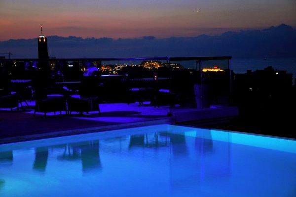 lounge 360 bar bij avond the palace hotel malta