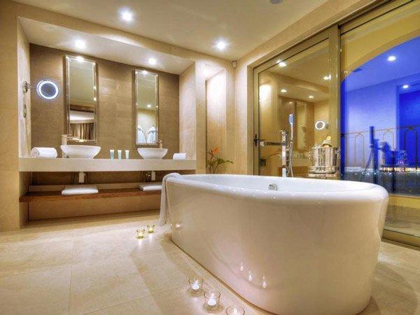 luxueuze badkamer hilton malta hotel