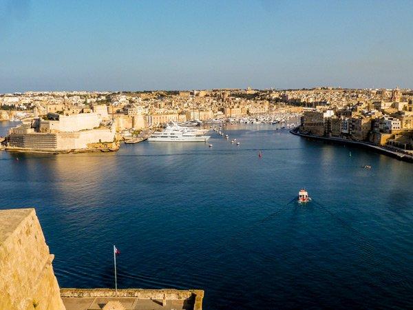 malta bezienswaardigheden upper barrakka gardens zicht op drie steden