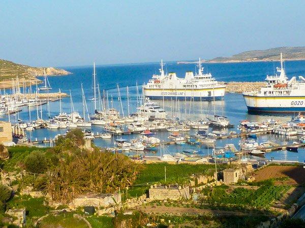 mgarr haven van bovenaf ferry gozo bezienswaardigheden