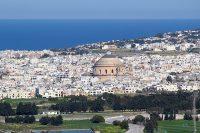 mosta dome koepelkerk centraal malta in de verte middellandse zee