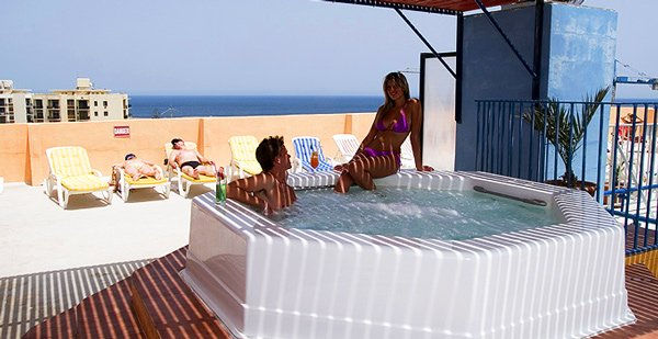 openlucht jacuzzi canifor hotel malta