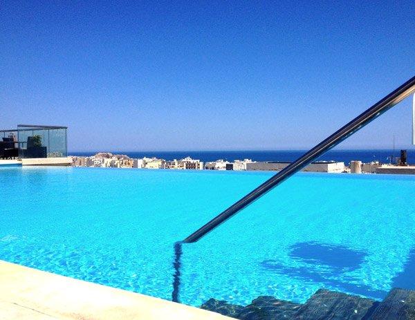 prachtig zomerweer dakzwembad the palace malta