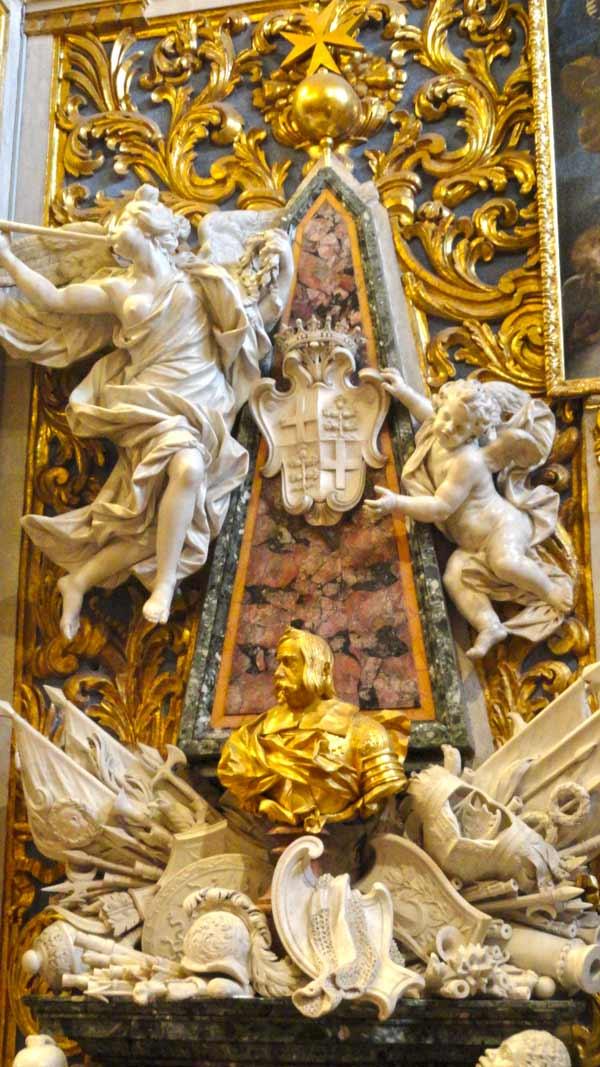 prachtige beeldhouwwerken in marmer en goud valletta bezienswaardigheden
