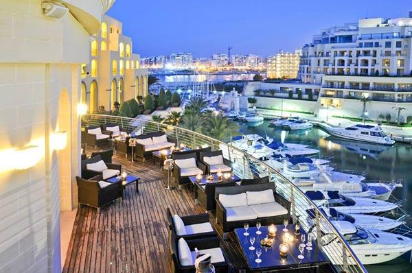 quarterdeck bar haven van portomaso hilton malta hotel