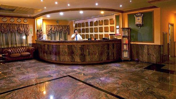 receptie in lobby canifor hotel malta