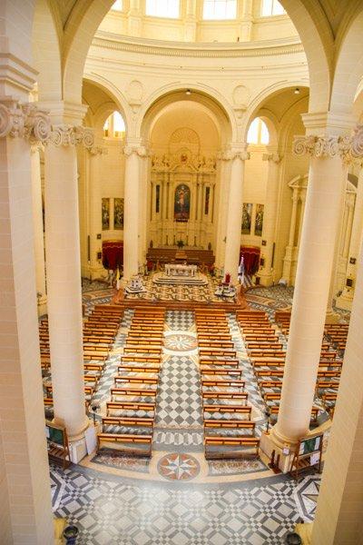 rotunda koepelkerk in xewkija middenschip gozo bezienswaardigheden