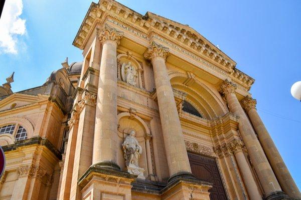 rotunda koepelkerk in xewkija voorzijde zuilen gozo bezienswaardigheden