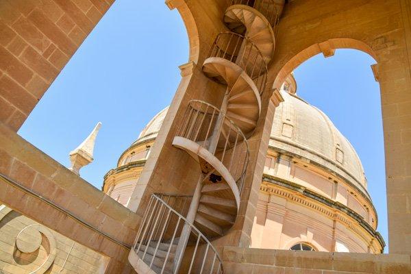 rotunda koepelkerk in xewkija wenteltrap klokkentoren gozo bezienswaardigheden