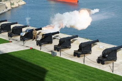 saluting battery kanonschot grand harbour valletta hoofdstad malta