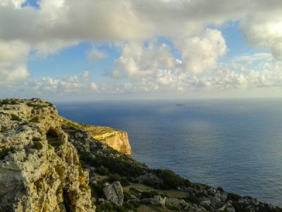 temperatuur malta november fris zeewater dingli cliffs