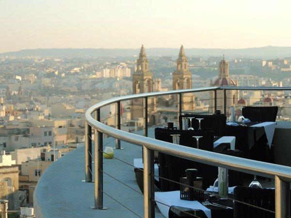 terras met uitzicht temptasian restaurant the palace hotel malta