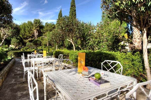 terras tuin orange grove brasserie corinthia palace malta