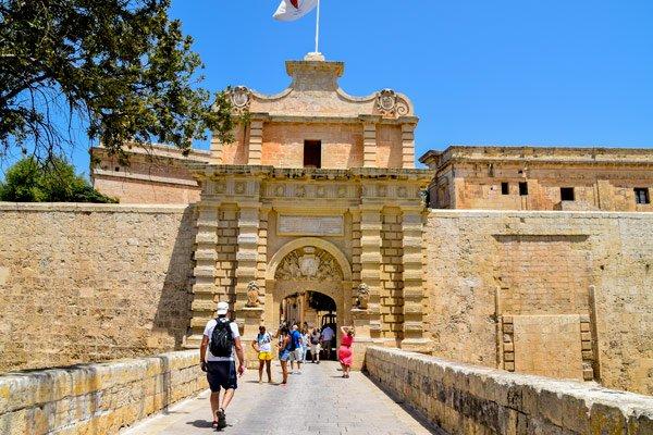 toegangspoort mdina malta de stille omwalde stad