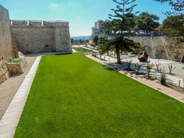 tuinen rond de omwallingen van de stille stad mdina malta