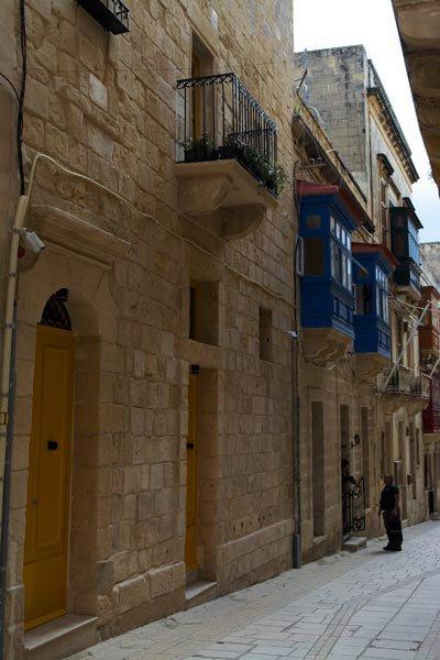 typische kleurrijke huisjes vittoriosa birgu the three cities malta