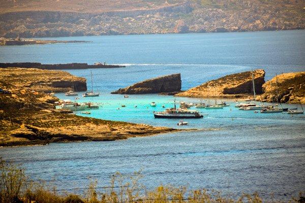 uitzicht op blue lagoon comino vanuit qala gozo bezienswaardigheden