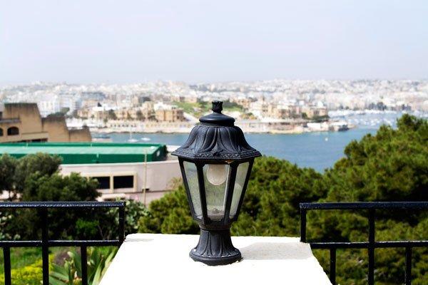 uitzicht vanuit tuin hotel phoenicia valletta malta