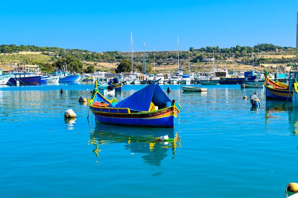 vakantiehuis malta vissershaventje met luzzu boot