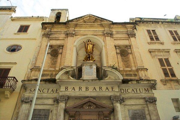 valletta bezienswaardigheden kerk van saint barbara