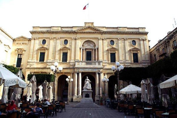 valletta bezienswaardigheden nationale bibliotheek malta republic plein