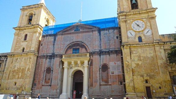 valletta bezienswaardigheden voorgevel ingang st john's co kathedraal