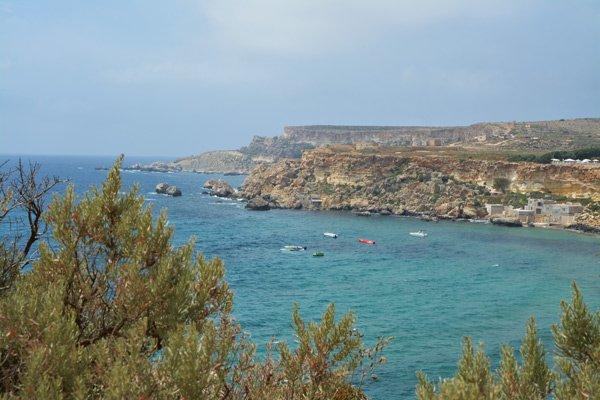 watersport nabij golden bay in het noorden van malta