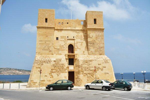 toren van wignacourt in st pauls bay in het noorden van malta