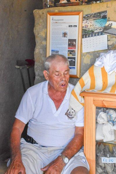 xwejni zoutpannen winkel uitbater gozo eiland newmalta