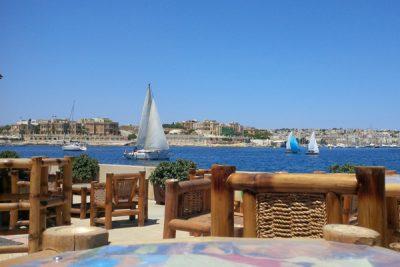 zeilboten en zicht op ta' xbiex grand hotel excelsior malta