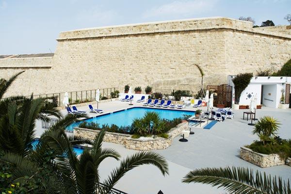 zwembad omwalling phoenicia hotel malta