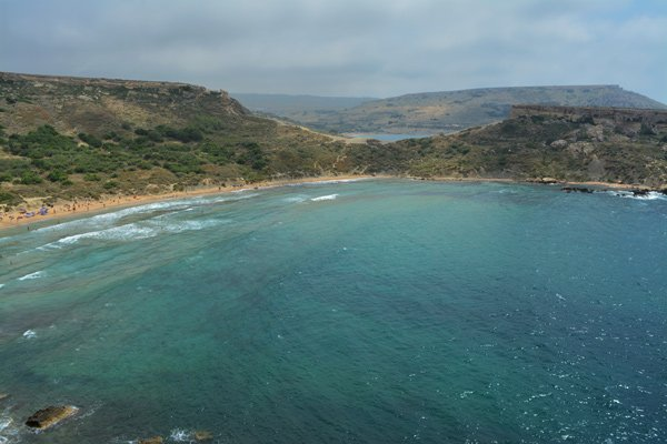 ghajn tuffieha bay en gnejna bay noorden van malta