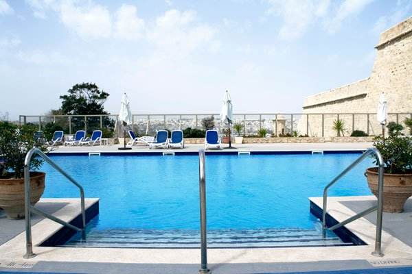 swimming pool phoenicia hotel malta