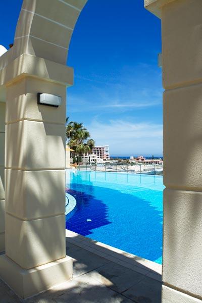 freshwater pool hilton malta hotel