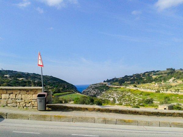 romantische promenade dichtbij blue grotto